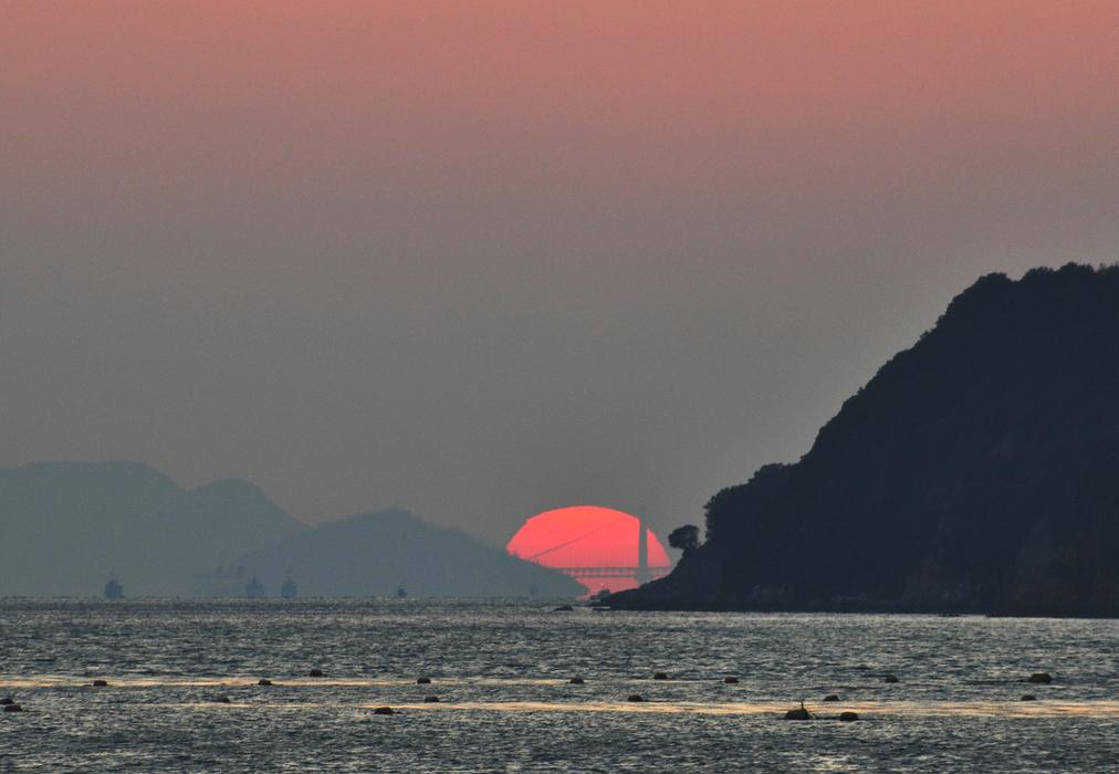 小瀬(瀬戸大橋に沈む夕陽)